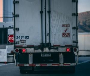 Kaip valyti sunkvežimius ir palaikyti švarą juose?